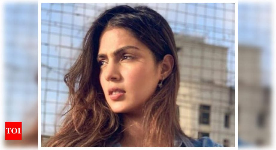 Sushant Singh Rajput: Rhea Chakraborty's call records show multiple calls between the actress and mysteri – Times of India